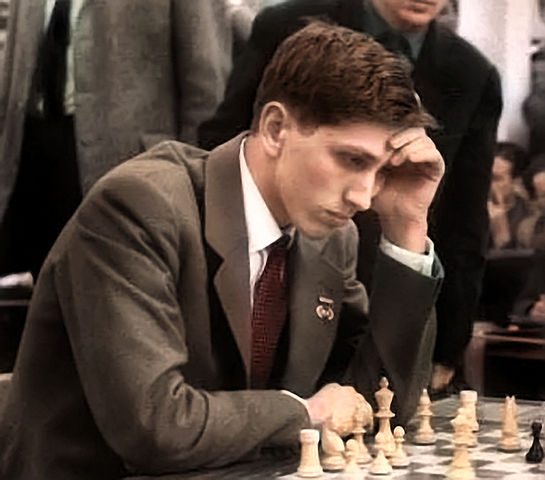 545px-Bobby_Fischer_1960_in_Leipzig_in_color