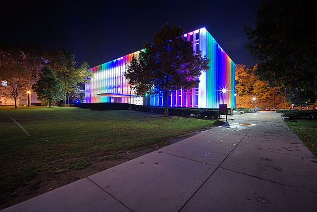640px-Carnegie_Mellon_University_Hunt_Library_rainbow