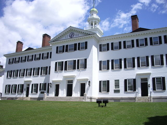 640px-Dartmouth_College_campus_2007-06-23_Dartmouth_Hall_02