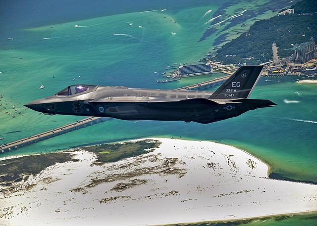 640px-First_F-35_headed_for_USAF_service