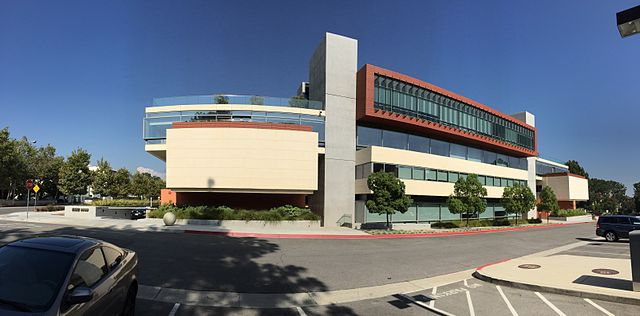 640px-Kravis_Center,_Claremont_McKenna_College,_July_2015