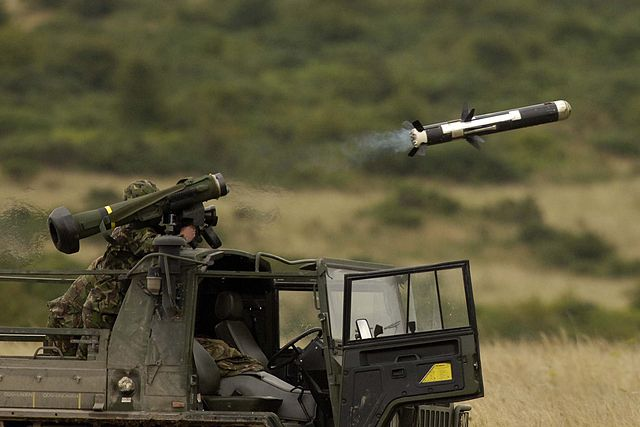 640px-The_first_launch_of_a_Javelin,_Anti-Tank_Guided_Weapon_(ATGW),_was_part_of_a_demonstration_at_Imber_Camp,_Warminster._MOD_45144621