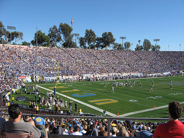640px-UCLA_vs_Oregon,_Pasadena,_2007