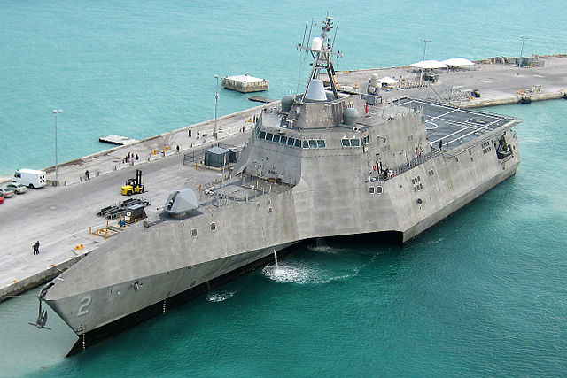 640px-USS_Independence_LCS-2_at_pierce_(cropped)