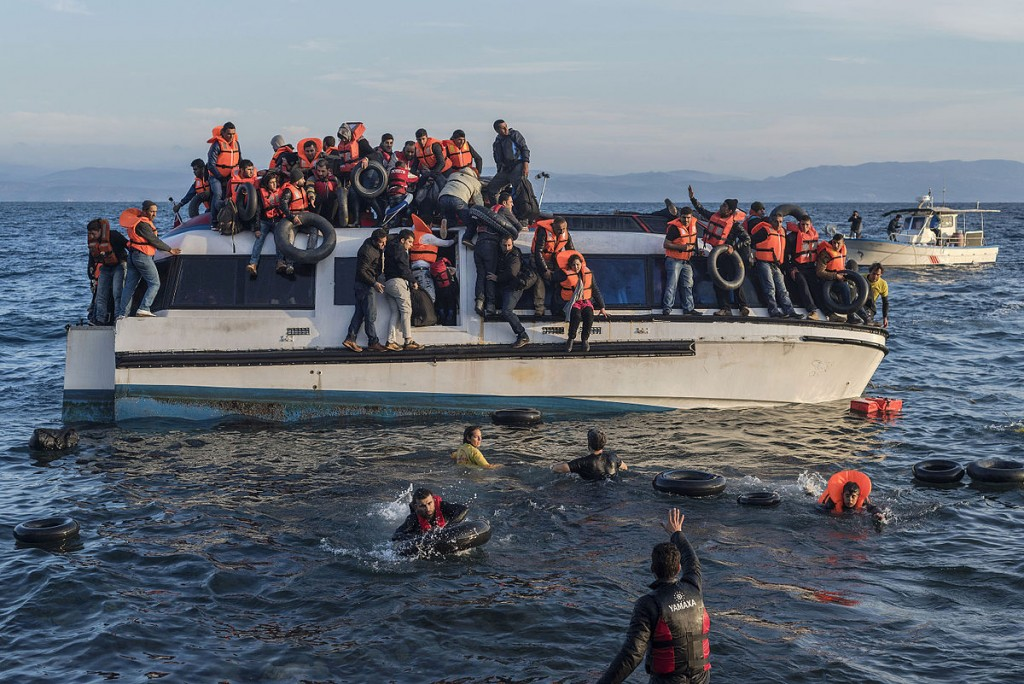1200px-20151030_Syrians_and_Iraq_refugees_arrive_at_Skala_Sykamias_Lesvos_Greece_2