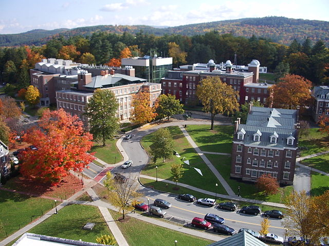 640px-Dartmouth_College_campus_2007-10-20_09