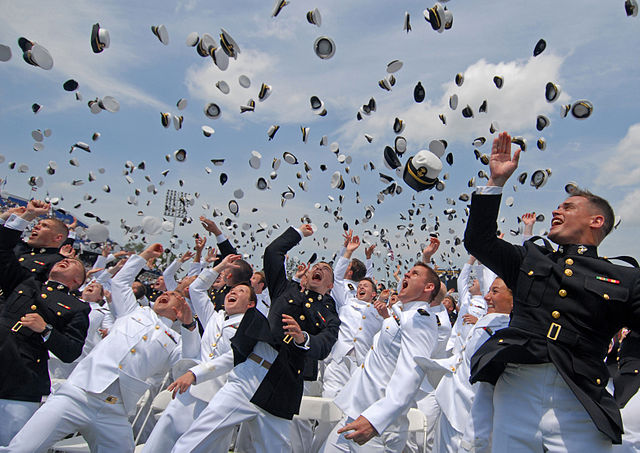 640px-US_Navy_110527-N-OA833-014_Newly_commissioned_Navy_and_Marine_Corps_officers_toss_their_hats_during_the_U.S._Naval_Academy_Class_of_2011_graduation