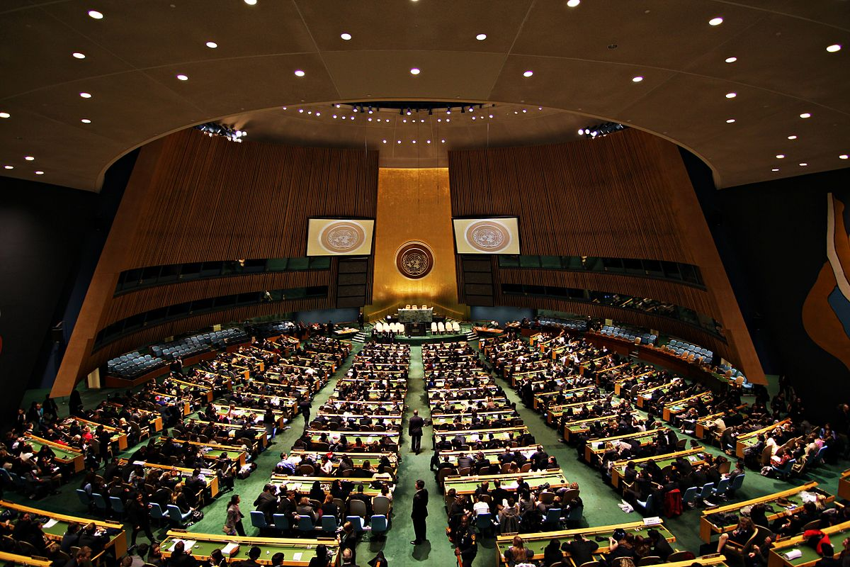 1200px-United_Nations_General_Assembly_Hall_(3)