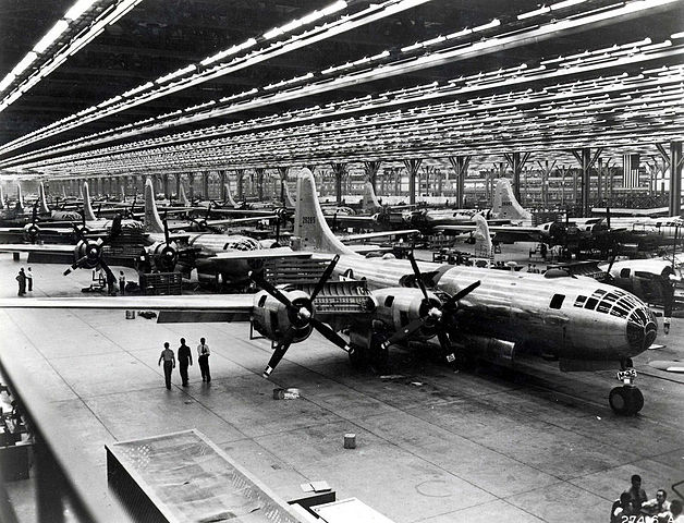 628px-Boeing-Whichata_B-29_Assembly_Line_-_1944