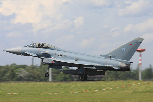 640px-2010-06-11_Eurofighter_Luftwaffe_31+21_EDDB_02