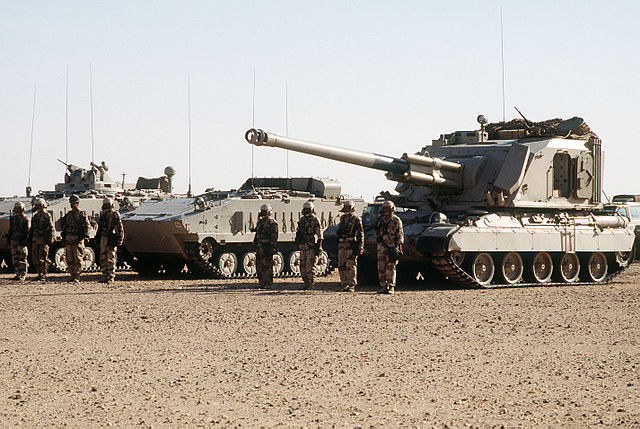 640px-AuF1_and_AMX-10P_(Royal_Saudi_Land_Force)
