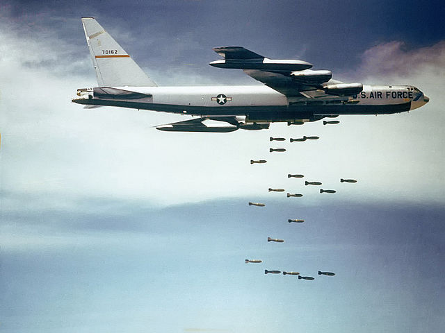 640px-Boeing_B-52_dropping_bombs