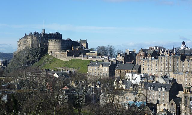 640px-Edinburgh_Castle_from_the_south_east