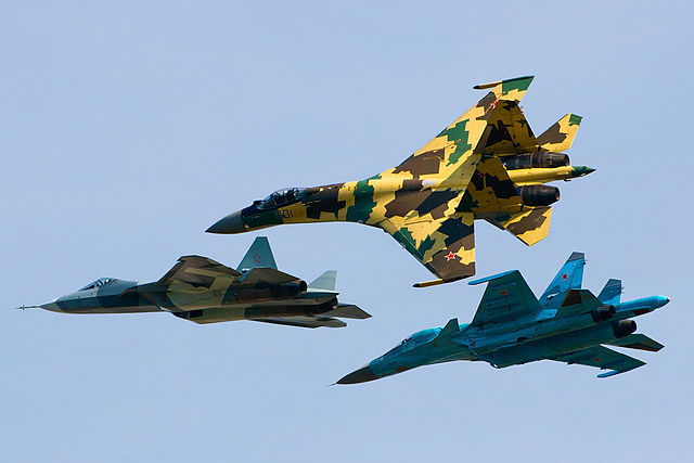 640px-Sukhoi_Su-35S,_Su-34_and_T-50_flying_together