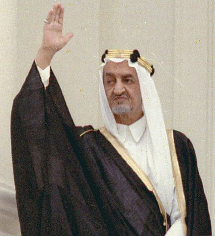 436px-King_Faisal_of_Saudi_Arabia_on_on_arrival_ceremony_welcoming_05-27-1971_(cropped)