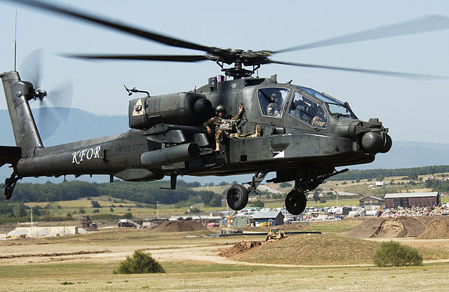 640px-AH-64_Apache_extraction_exercise
