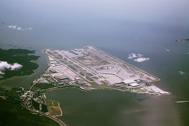 640px-A_bird's_eye_view_of_Hong_Kong_International_Airport