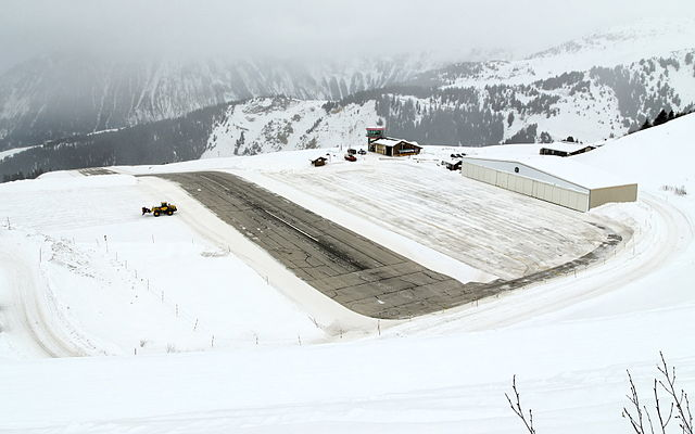 640px-Courchevel_aeroport