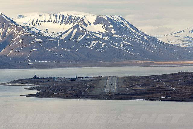 640px-Svalbard_Airport,_Longyear_overview