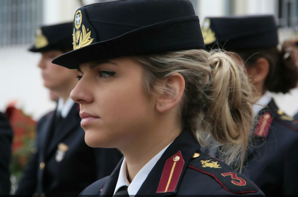 hellenic-armed-forces-military-of-greece-navy-army-air-force-female-soldiers-troops-member-women-girl-hoties-hot-cool-sexy-leisure-gun-their-hands-live-fire-exercises-leisure-gun-m-4-6 (1)