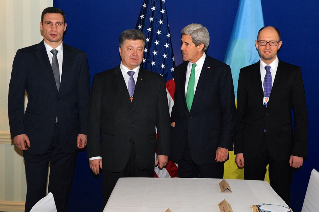 1200px-Secretary_Kerry_Poses_for_a_Photo_With_Ukranian_Opposition_Leaders_in_Munich